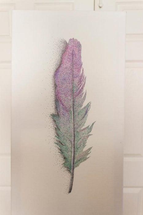 Dibujo de pluma de ave hecho con puntos