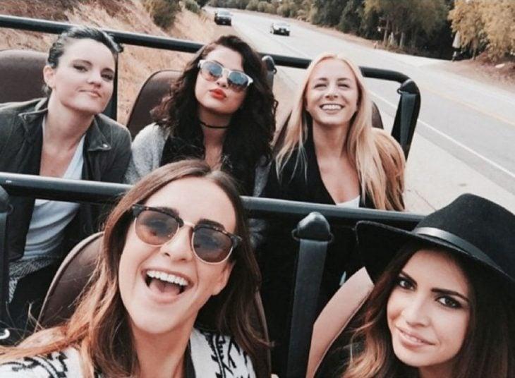 chicas en jeep