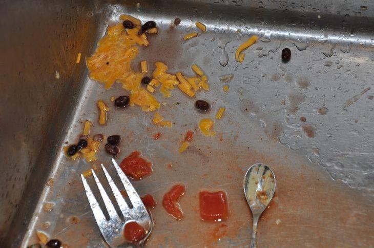 tarja con restos de comida