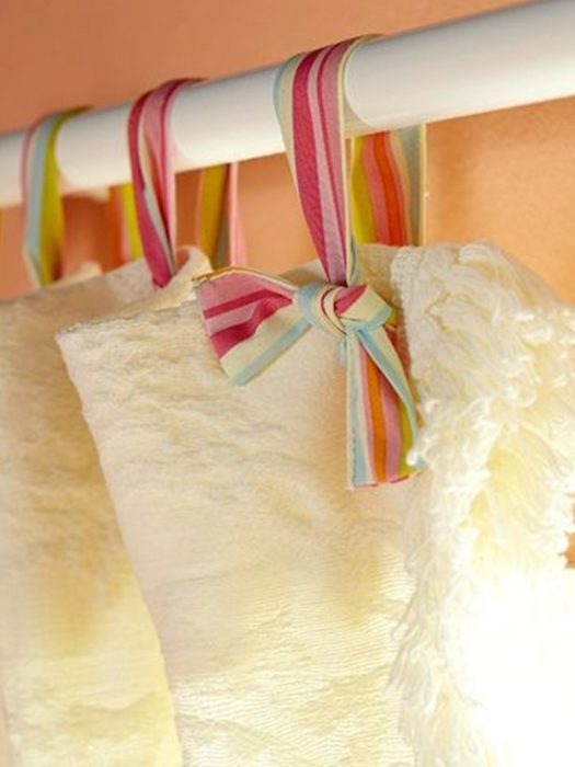 cortinas atadas con cinta
