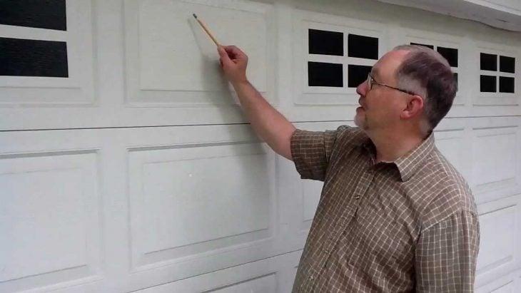 imitación de ventanas en puerta de cochera