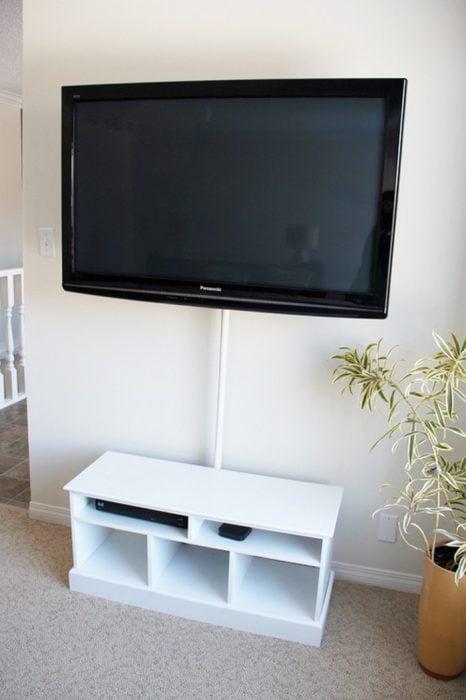 cables de tv ocultos con tubo de plástico