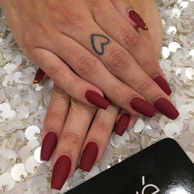 manicure rojo mate