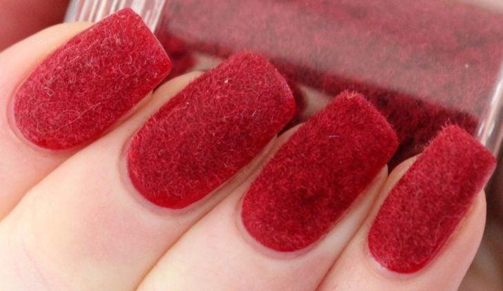 manicure rojo terciopelo