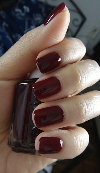 manicure guinda