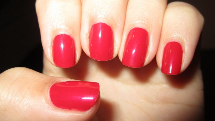 manicure rojo simple