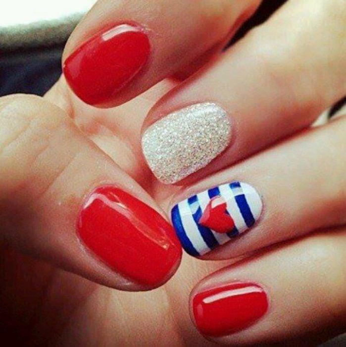 manicure rojo con uña diseño marinero