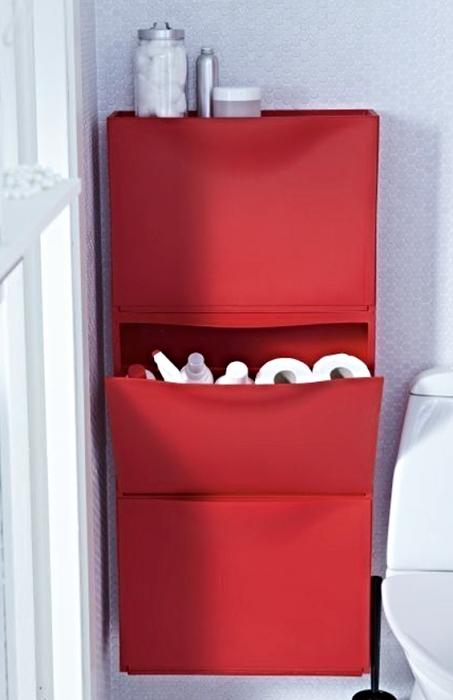 estante donde se pueden guardar cosas en el baño