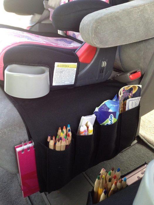 Organizador de colores y libros para el coche