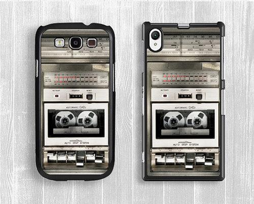 Funda retro para celular con forma de una grabadora de voz
