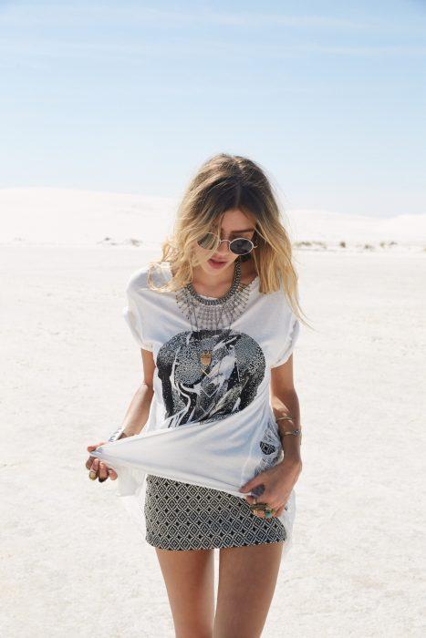 Chica en el desierto