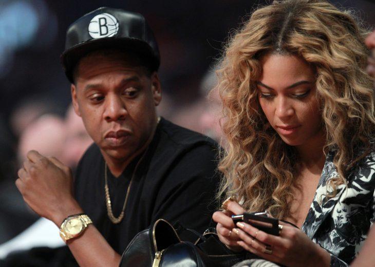 Jay Z celoso de que Beyonce este en el celular