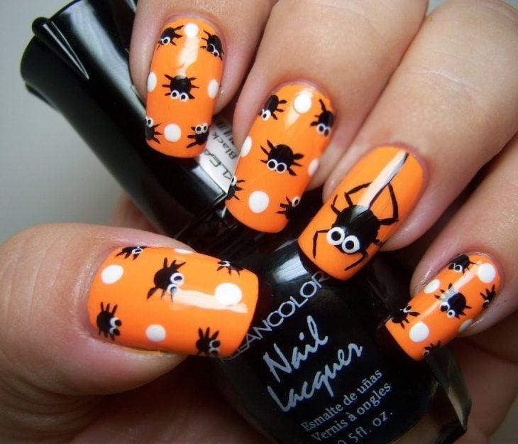Diseño de uñas para halloween de arañas