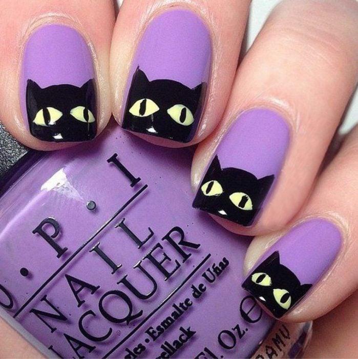 Diseño de uñas para halloween de gato negro
