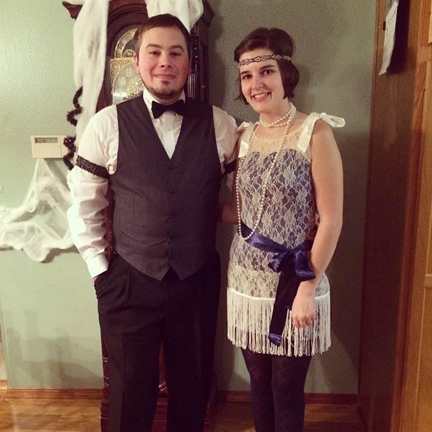 pareja disfrazada años 20