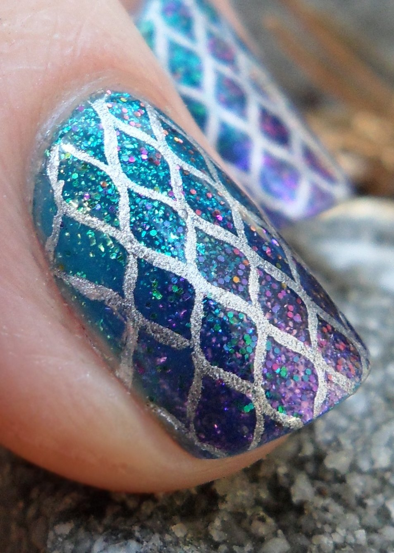 35 Creativos diseños para lucir unas uñas al estilo metálico