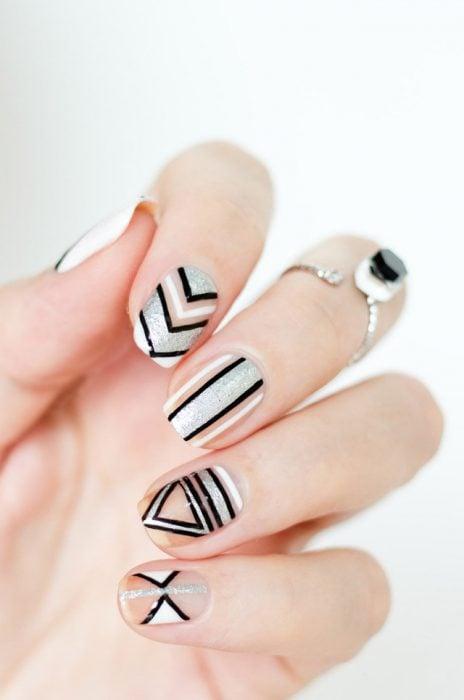 Uñas metalicas blanco, negro y plateado