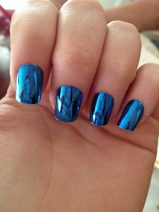 Uñas metalicas azules