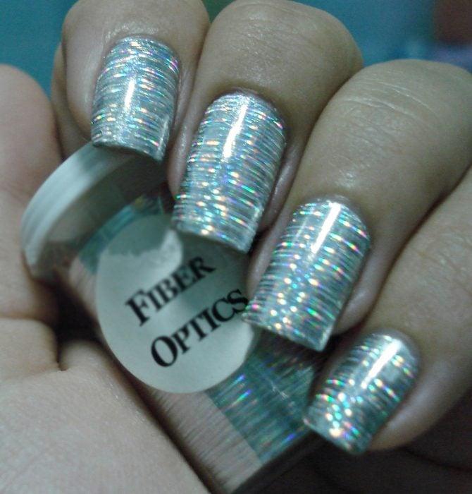 Uñas metalicas plateadas con rayas