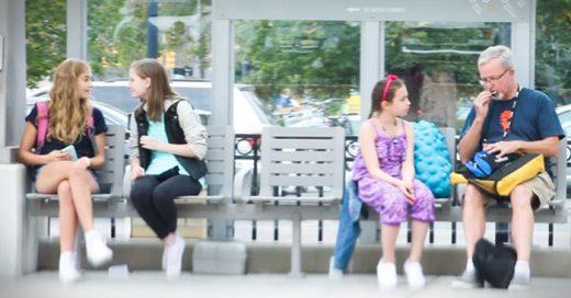 experimento que muestra el lado humano de la sociedad, cuando una niña es victima de bullying