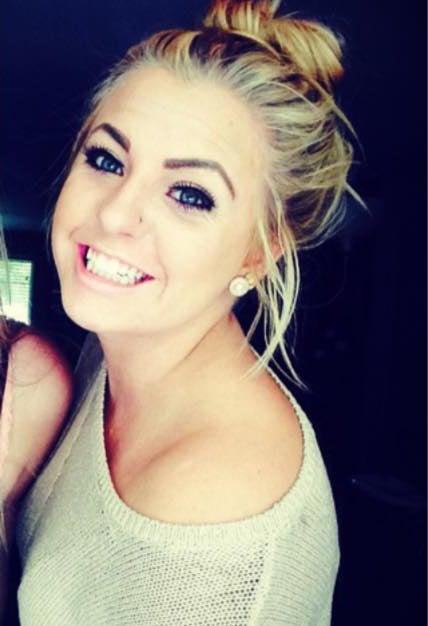 Chica que se convirtió en un meme viral por cubrir su acné con maquillaje