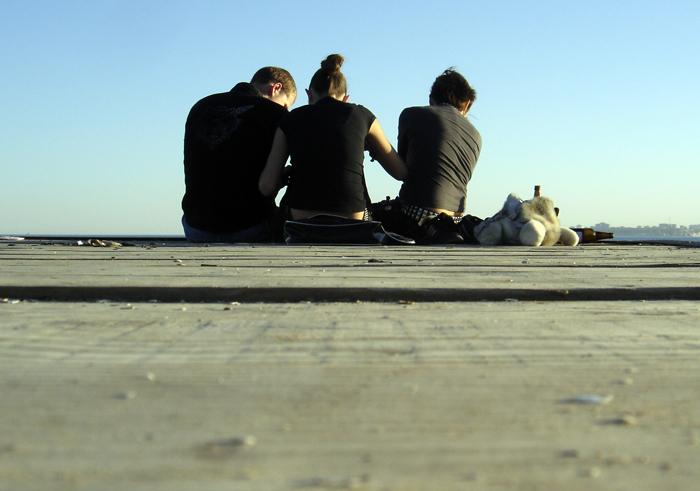 grupo de amigos visto de espalda