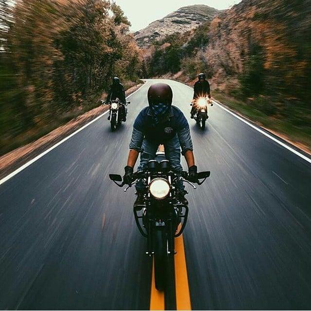 chica en motocicleta