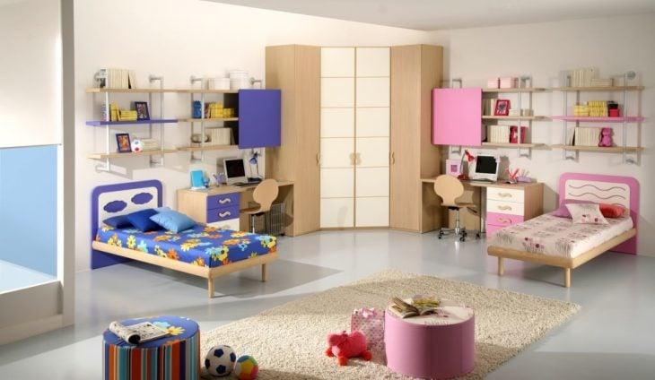Cuarto de niño y niña divididos por un mueble