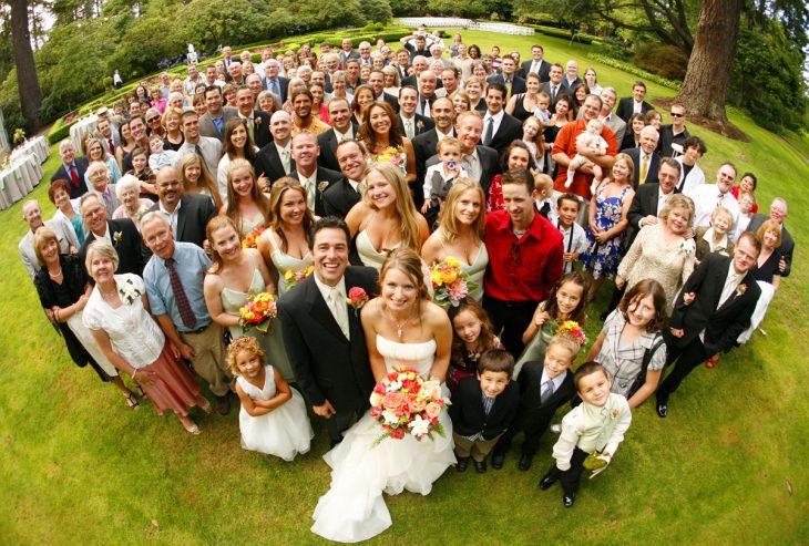 foto familiar de boda con ojo de pez
