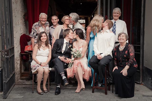 foto familiar boda parejas besándose