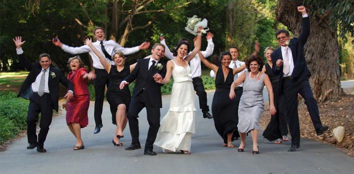 familia feliz en boda