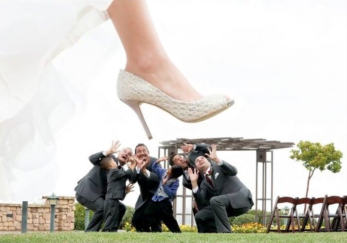 padrinos de boda aplastados por zapato de la novia