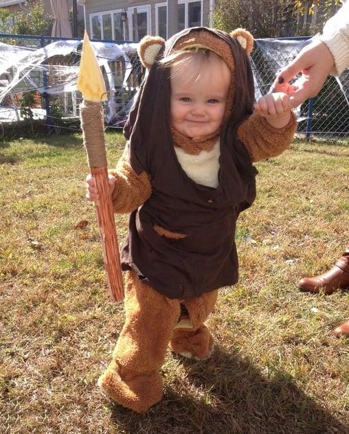 niño vestido de ewok
