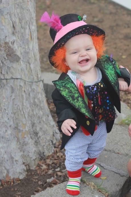 Niño disfrazado del sombrerero loco