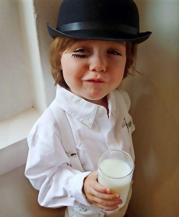 niño disfrazado de la naranja mecanica