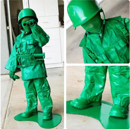 Niño vestido de soldado