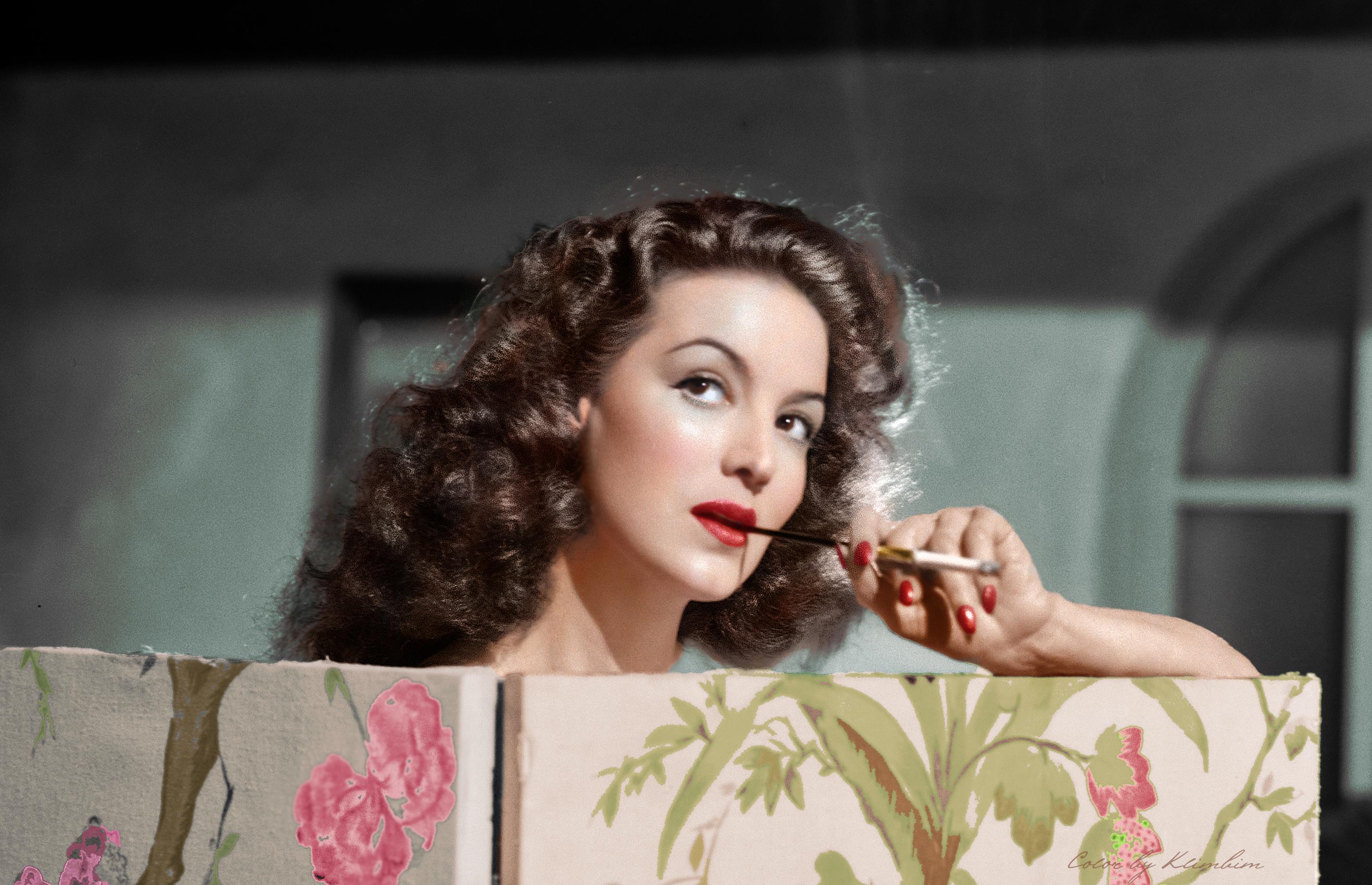 """8 """"Una mujer original no es aquella que no imita a na sino aquella a la que na puede imitar"""""""