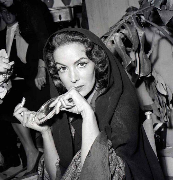 María Félix con pañuelo en la cabeza