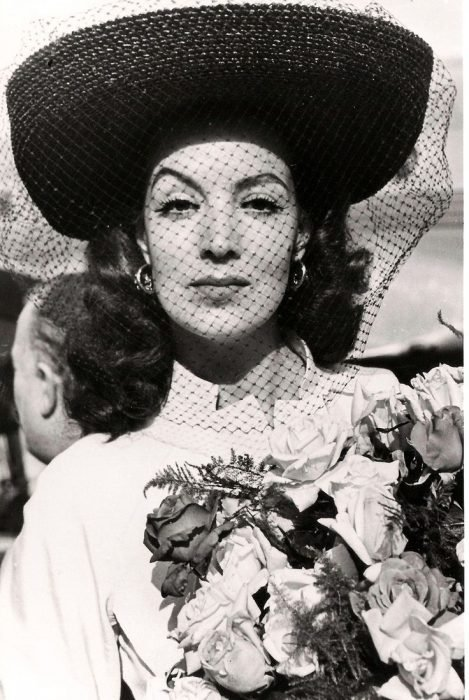 María Félix con sombrero de red