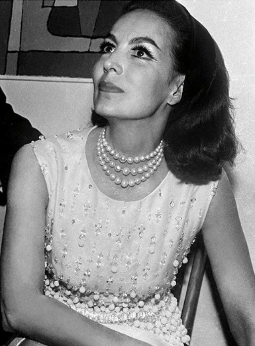 María Felix en vestido blanco