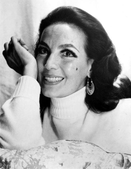María Félix sonriente