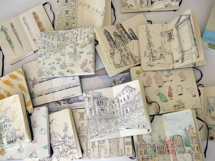 muchos cuadernos de esbozos