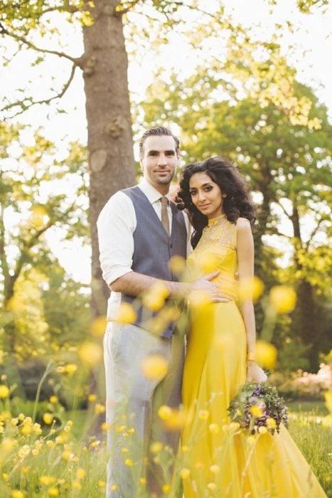 Vestido de novia en color amarillo huevo