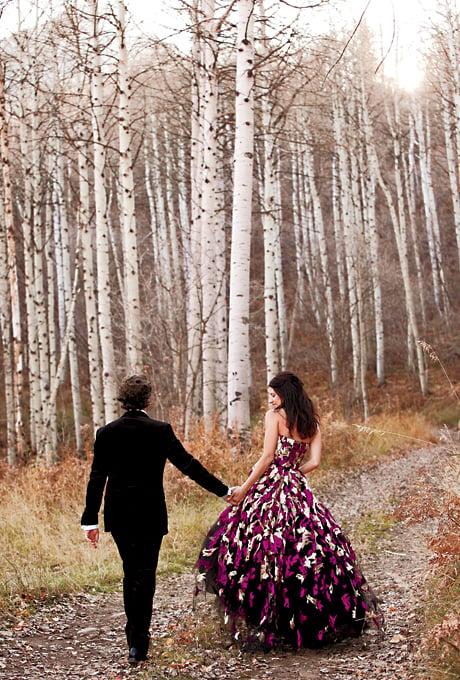 Vestido de novia en color purpura ocno un flores beige