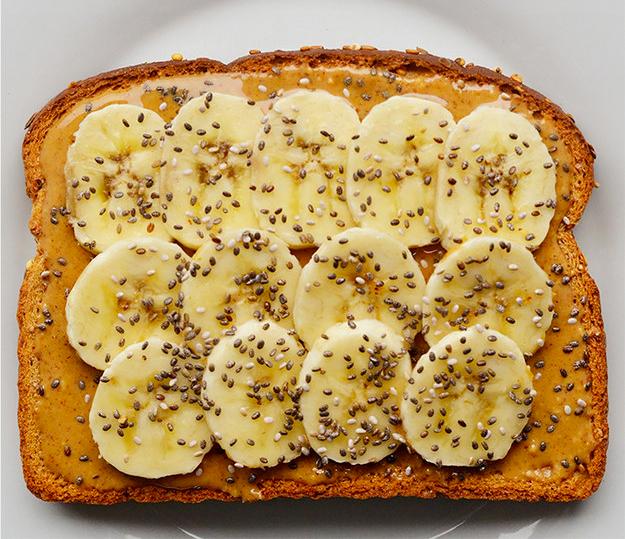 emparedado con crema de cacahuete y plátano