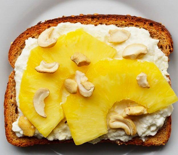 emparedado de queso crema con piña