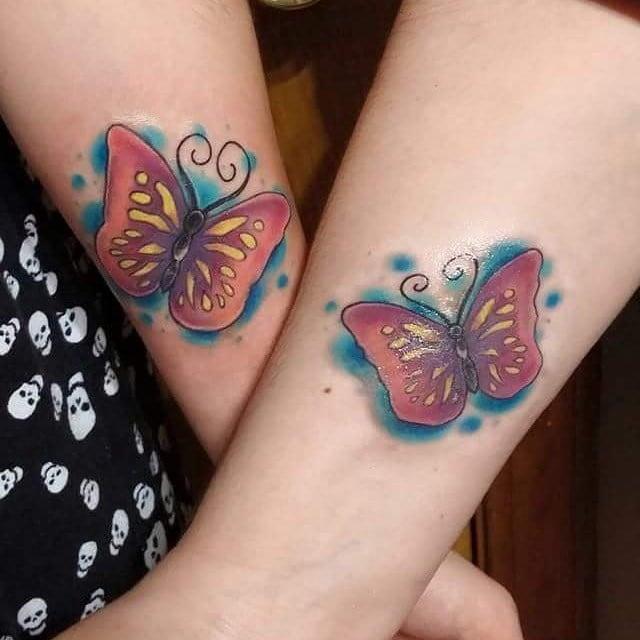 tatuajes madre e hija mariposas