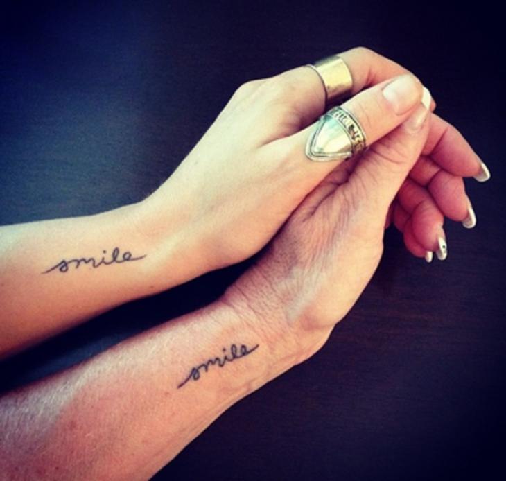 tatuajes madre e hijas sonríe