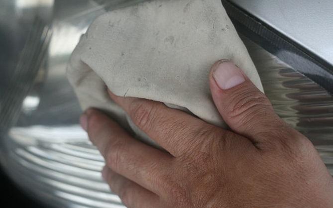 limpiar faros de coche