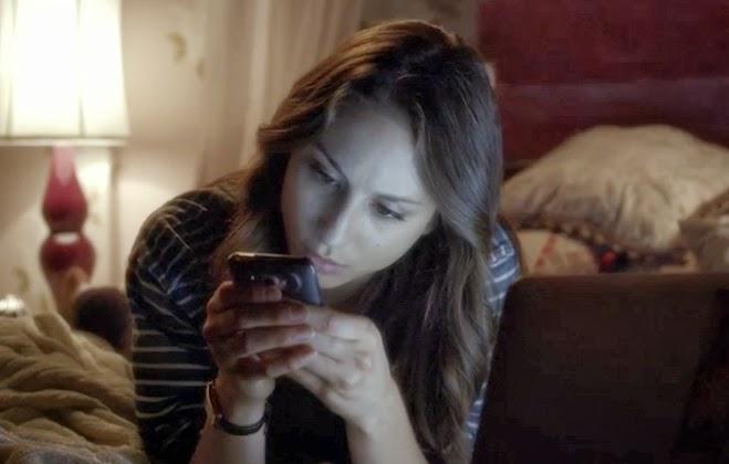 Spencer de la serie pretty little liars enviando mensajes en medio de la noche